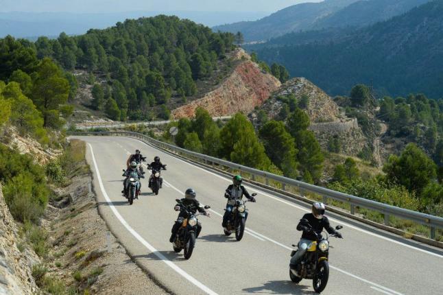Si viajar en moto ya es increíble, imagí