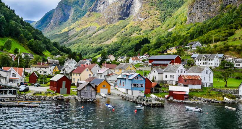 Los pequeños pueblos noruegos posen una