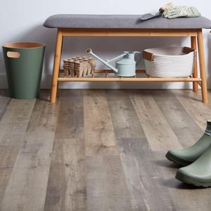 what-is-laminate-flooring-1821619_0312-4
