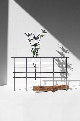 soliflore du studio poirier bailay, variation autour de la grille est une recheche plastique ex materia.