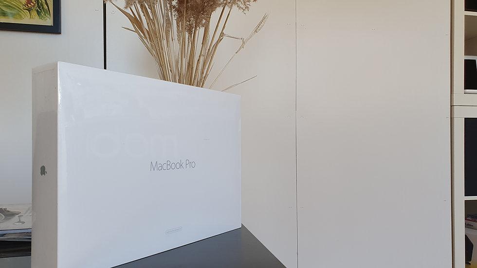 """Macbook pro 15,4"""" A1398 med 16 GB ram og 256 GB SSD"""