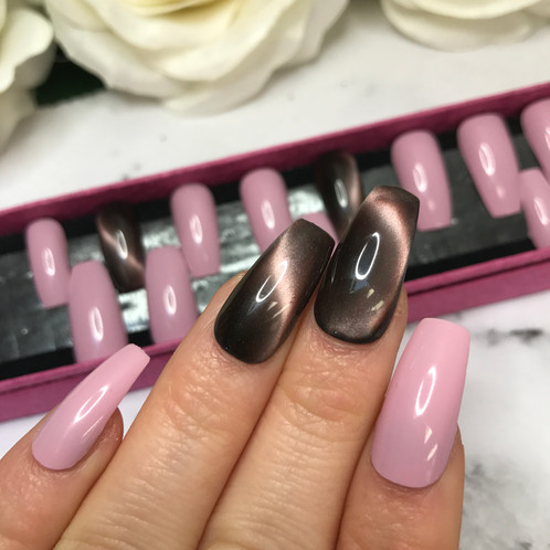 Cat Eye In Pink Glitter Long Coffin Nails