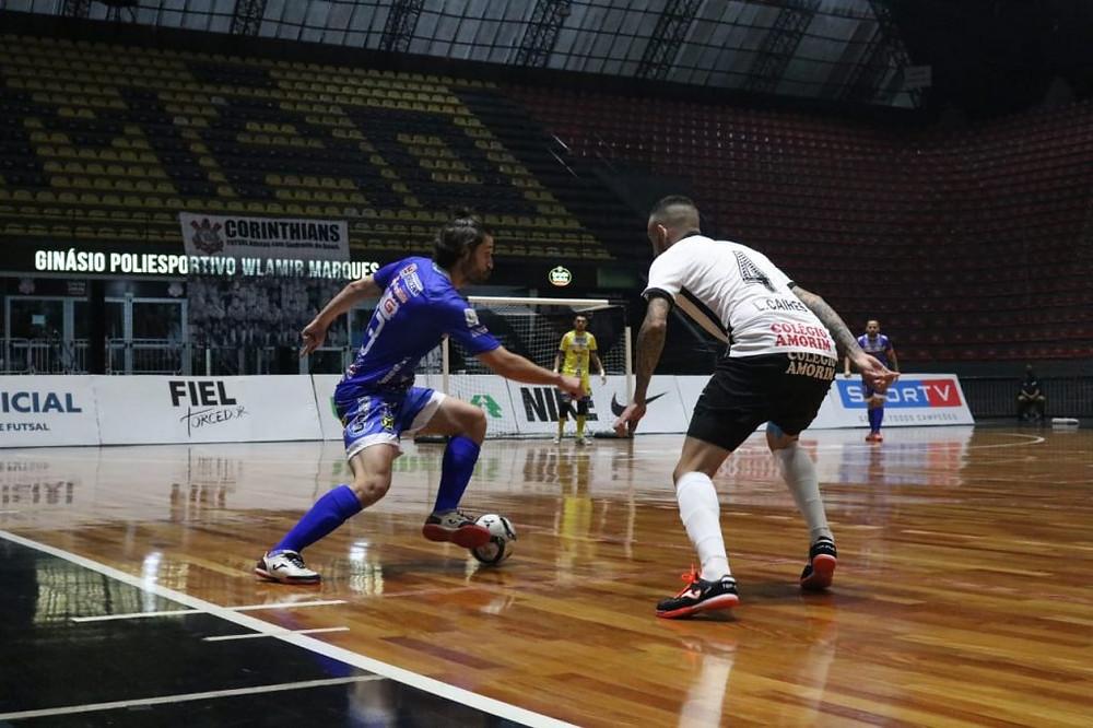 Crédito: Augusto Godoy - Equipes fizeram um bom jogo no Ginásio Poliesportivo Wlamir Marques.