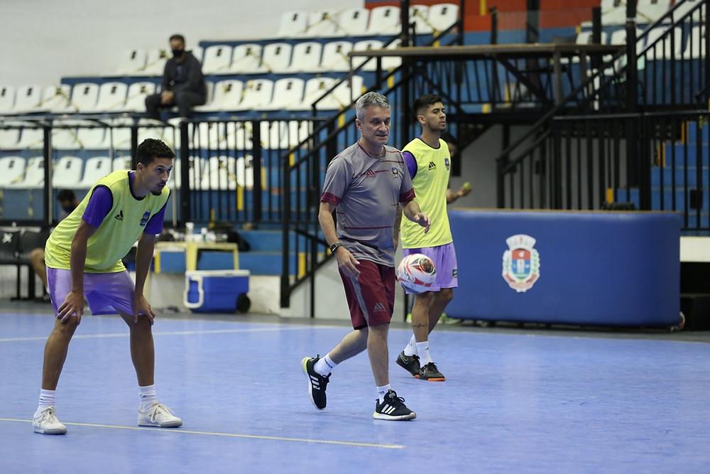 Crédito: Mauricio Moreira - Paulinho Cardoso comanda o treino antes da estreia do Pato na Copa do Brasil Sicredi