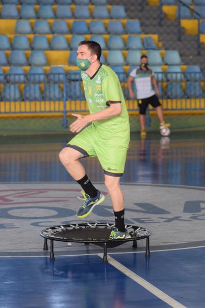 Crédito: Roni Müller - Atletas da Assoeva realizam sessões na academia. Na sequência tem o mini circuito na quadra