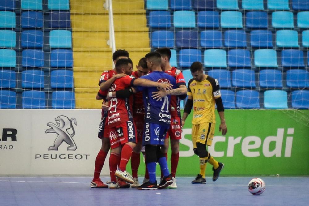Crédito: Leonardo Hubbe - Equipes empatam na estreia da Taça Brasil Sicredi