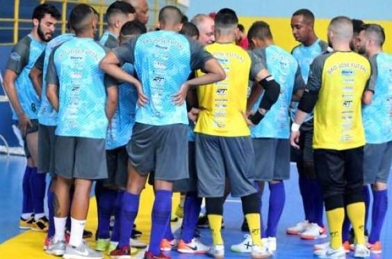 Crédito: Breno Rodrigues - Treinador do São José tem mostrado atenção com a preparação do time para volta aos jogos