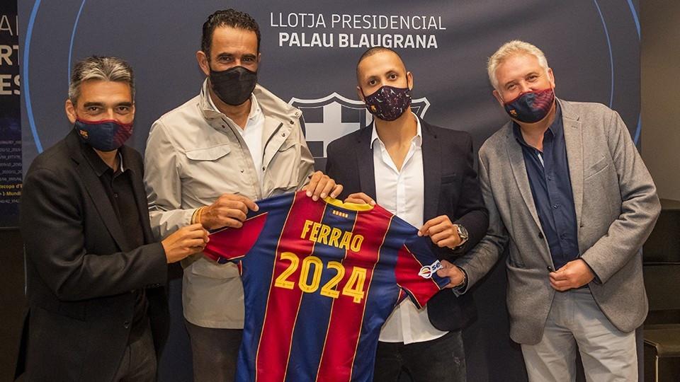 Crédito: FC Barcelona - Ferrão renova até 2024.