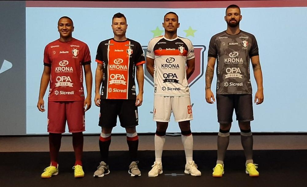 Crédito: Thiago Borges - Os novos uniformes do Joinville para a temporada 2021