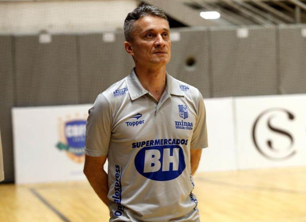 Crédito: Orlando Bento - Treinador Paulo Cardoso fez história no comando do Minas