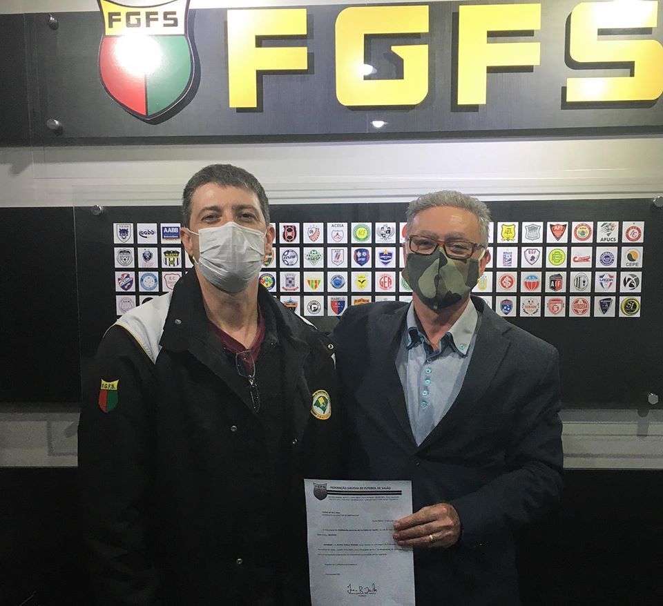 Crédito: Assessoria FGFS - Novo Diretor de Arbitragem Pedro Emílio ao lado do Presidente Ivan Santos