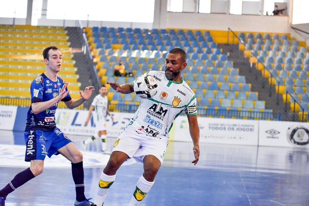 Crédito: Cristian Frantz - Assoeva, de Boni, aproveitou melhor as chances de gol do que o Joaçaba
