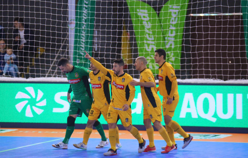 Magnus Futsal vence o Passo Fundo e garante vaga na semifinal da Taça Brasil Sicredi