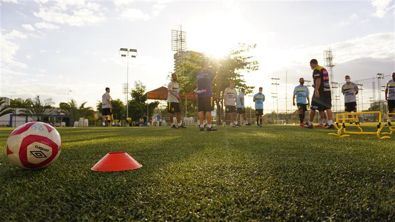 Crédito: Caio César Silva - Atletas foram divididos em grupos para diminuir o contato.