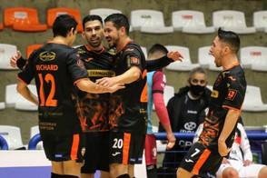 ACBF vence o Joinville e assume a liderança do grupo B