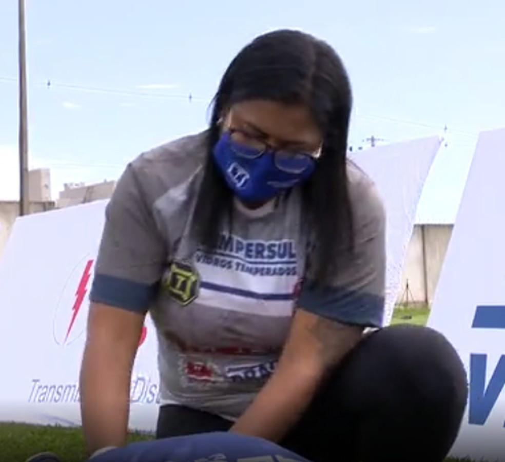Crédito: TV Fronteira - Ludmila tem trabalho dobrado para amenizar as contraturas musculares