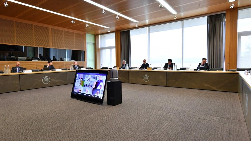 Crédito: UEFA - Reunião por videoconferência do Comité Executivo da UEF