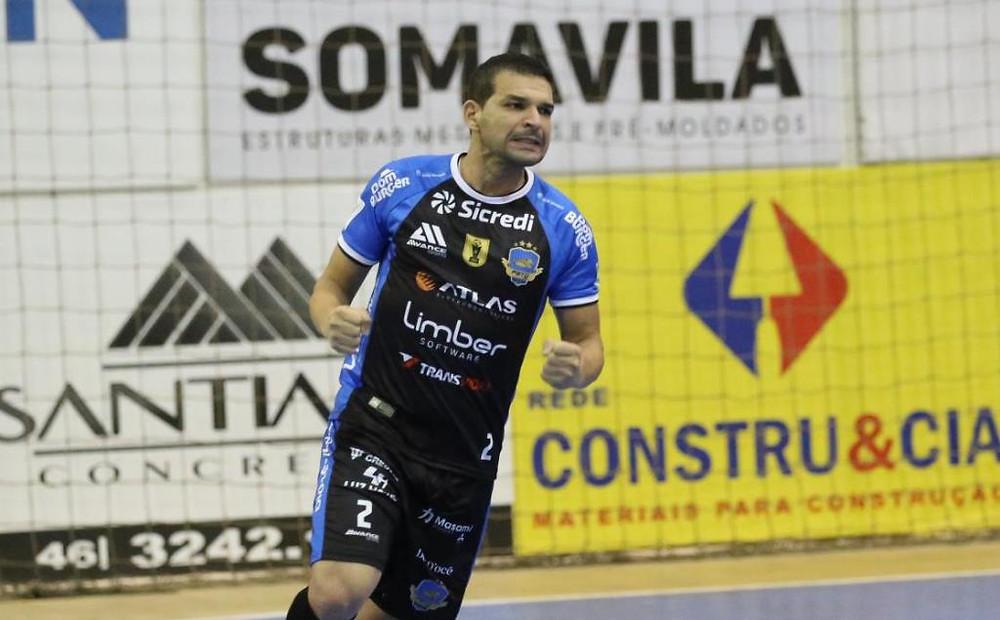 Crédito: Mauricio Moreira - Valença marcou o primeiro gol com a camisa do Pato Futsal