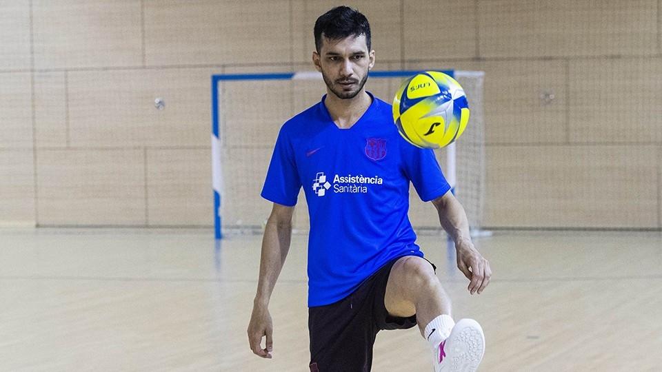 Crédito: LNFS - Esquerdinha, jogador do Barça, durante o treinamento.
