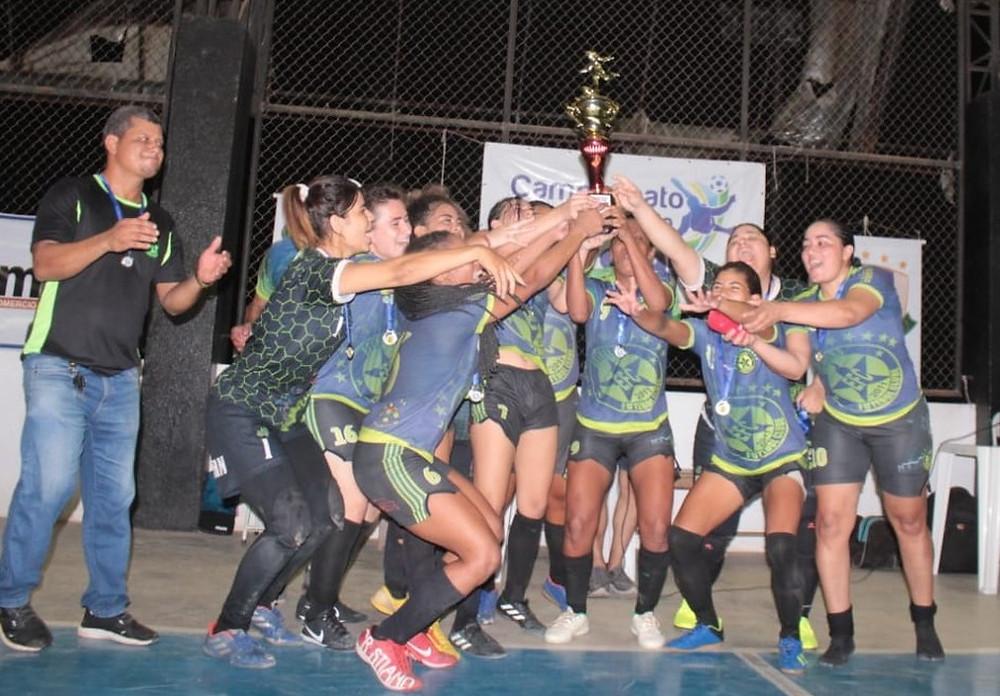 Crédito: Rosivaldo Nascimento/Arquivo Pessoal - Estrelas campeão - Futsal Feminino - Amapá