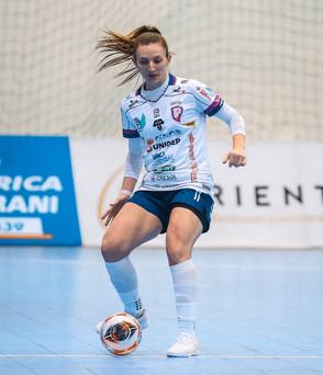 Ala Luiza Bortolini, destaque na Unidep Pato Branco, acertou com o Kick-off, da Itália