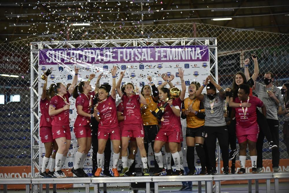 Crédito: Fom Conradi - Leoas da Serra conquistou a Supercopa de Futsal Feminino