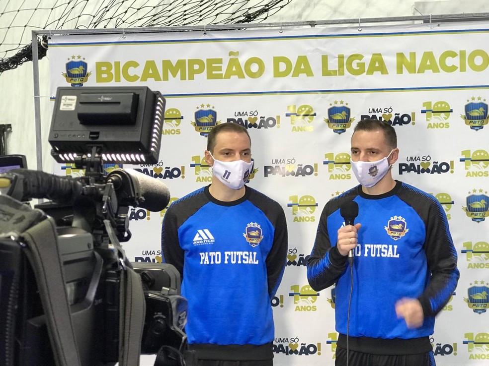Crédito: Mauricio Moreira - Jogadores dão entrevista antes do início da LNF
