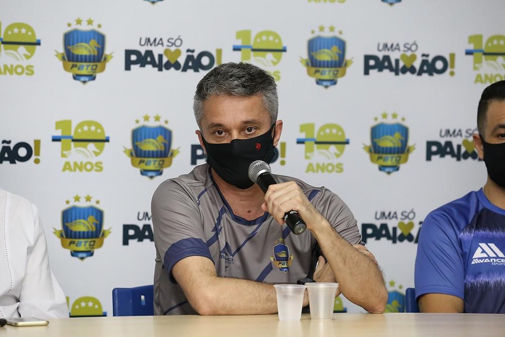 Crédito: Mauricio Moreira - Técnico Paulo Cardoso durante coletiva de imprensa