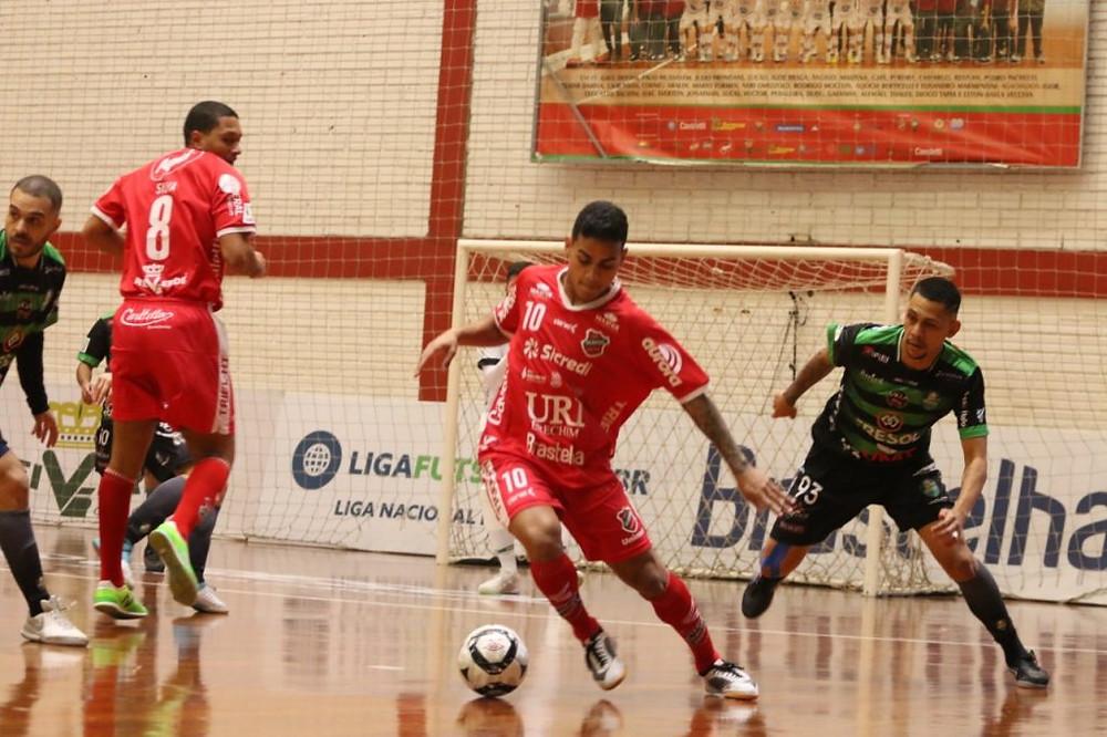 Crédito: Edson Castro - Cléber fez os dois gols do Atlântico na estreia contra o Marreco