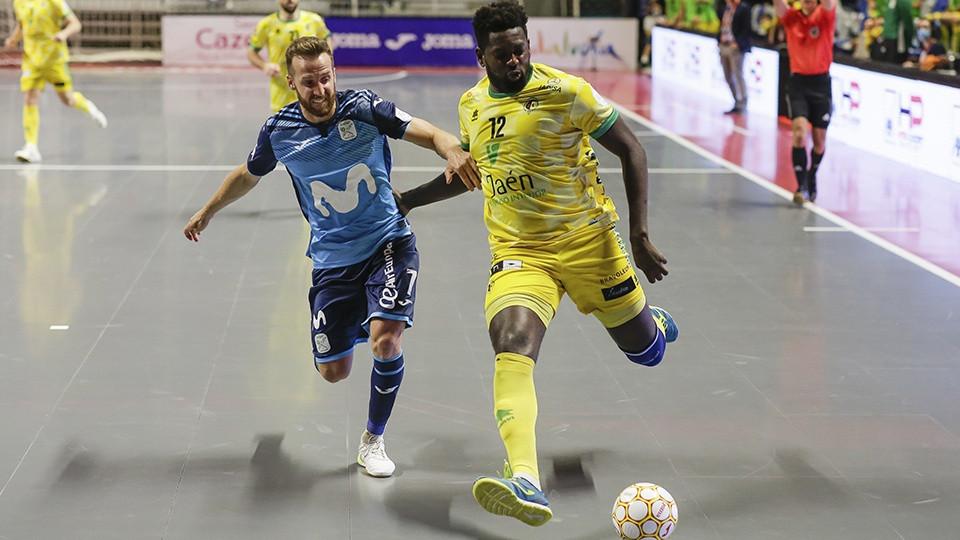 Crédito: LNFS - Pola, jogador da Movistar Inter, contra Bingyoba, do Jaén Paraíso Interior.