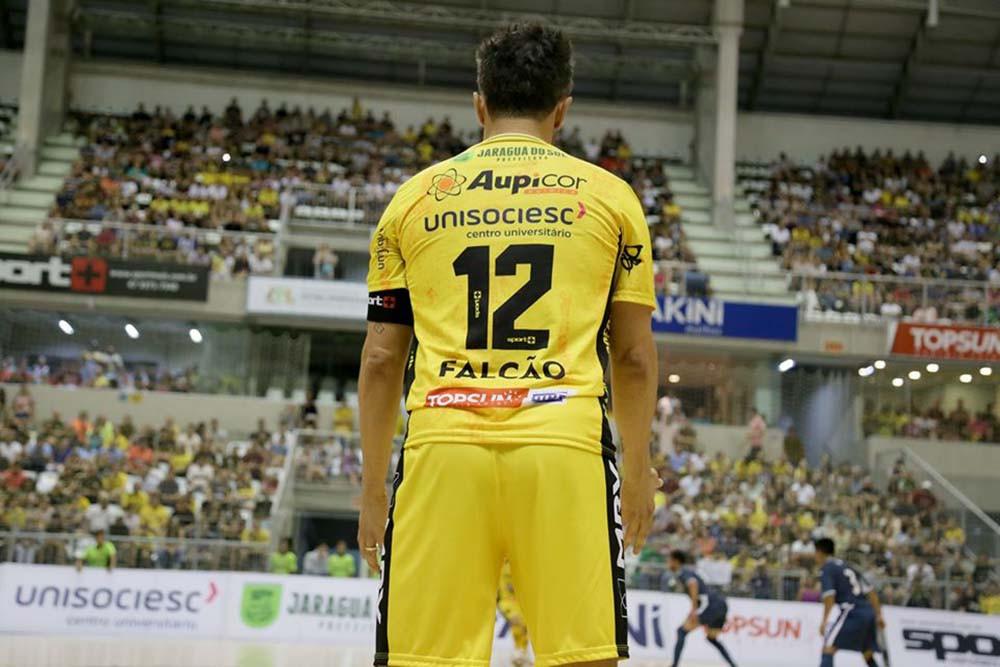 Crédito: Lucas Pavin - Camisa do craque Falcão também está à venda