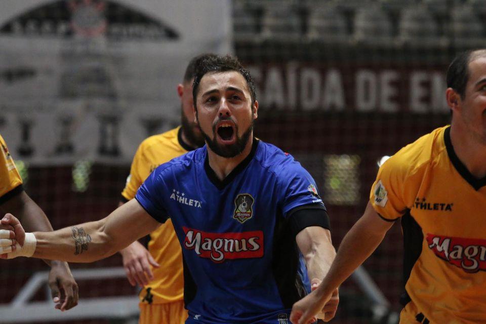 Crédito: Guilherme Mansueto - Lucas Oliveira comemorando um dos gols na partida contra o Corinthians