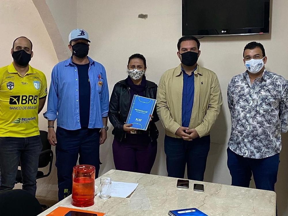 Crédito: Divulgação - Representantes do Brasília na Secretaria de Esporte e Lazer para apresentar o protocolo de prevenção contra a Covid-19