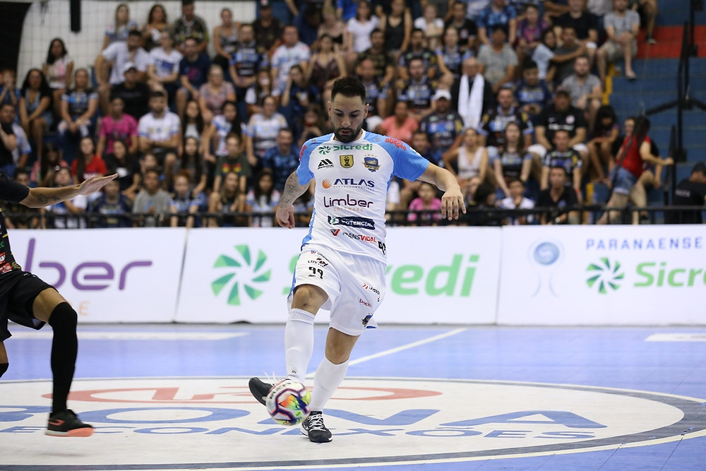 Crédito: Mauricio Moreira - Caio Júnior em ação pelo Pato Futsal na temporada 2020
