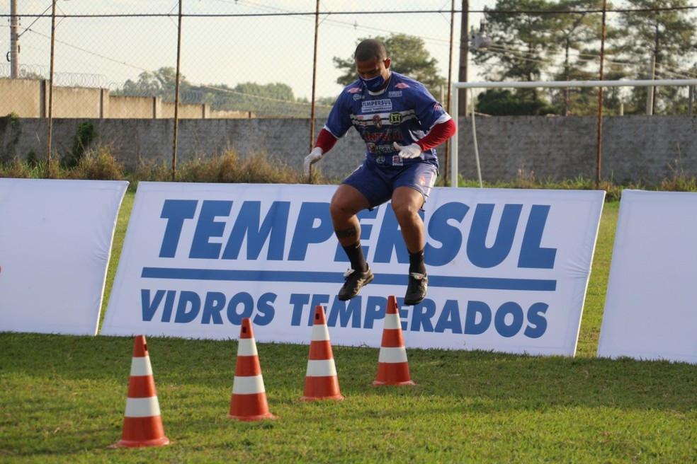 Crédito: Assessoria Intelli Tempersul - Equipe segue treinando no campo de futebol de um patrocinador
