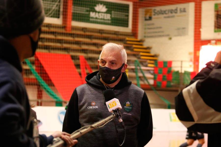 Crédito: Edson Castro - técnico do Marreco Futsal, sendo entrevistado pela equipe da TV Brasil na estreia da Liga Nacional, em Erechim