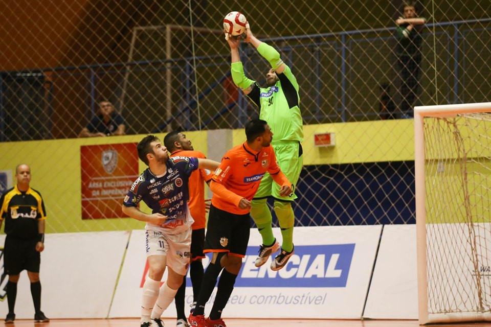 Crédito: Ulisses Castro - ACBF e Joaçaba fizeram uma disputa muito equilibrada pelas oitavas da LNF2019