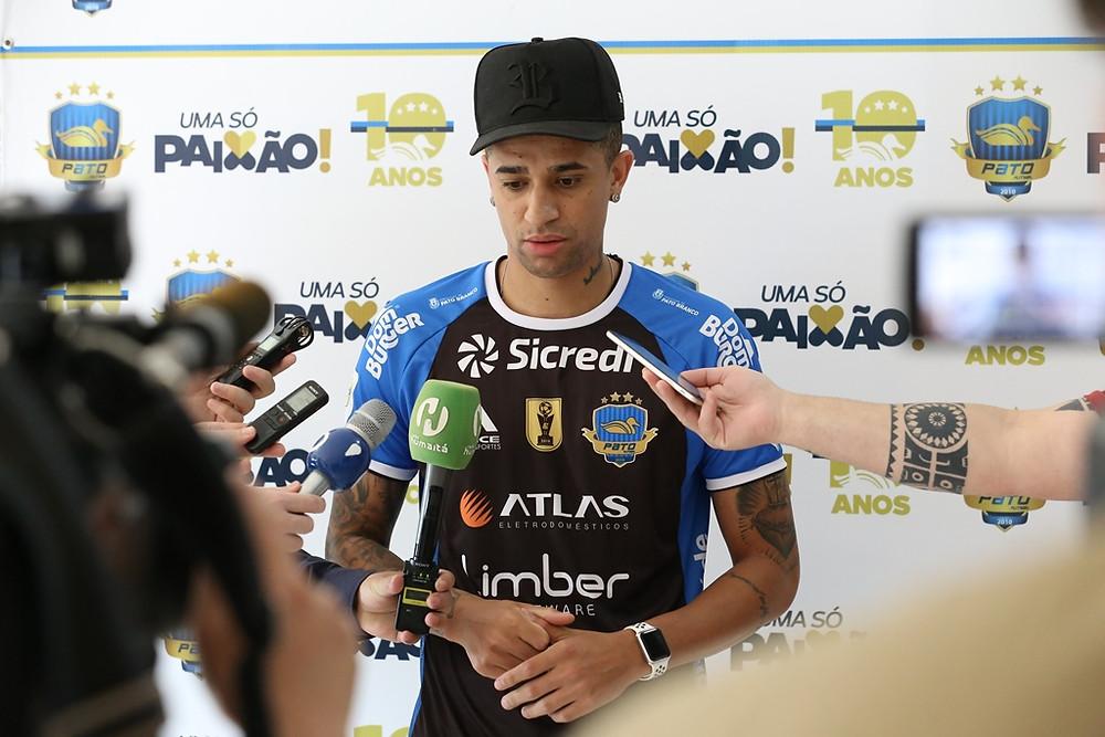 Crédito: Mauricio Moreira - Neguinho durante entrevista à imprensa