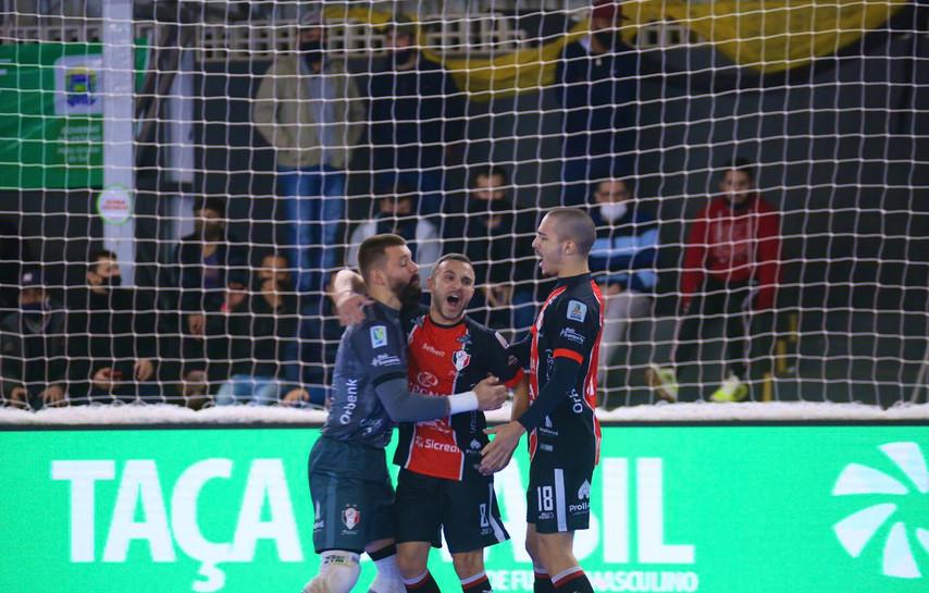 Em busca do tri, Joinville encara o Magnus na final da Taça Brasil Sicredi de Futsal