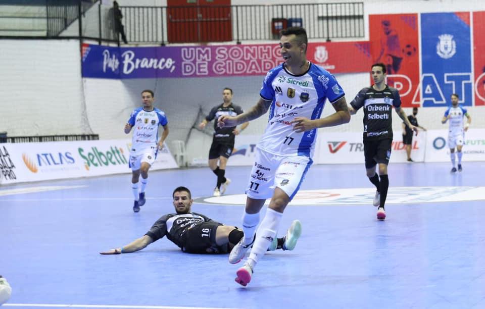 Crédito: Mauricio Moreira - Neguinho abriu caminho para virada do Pato Futsal