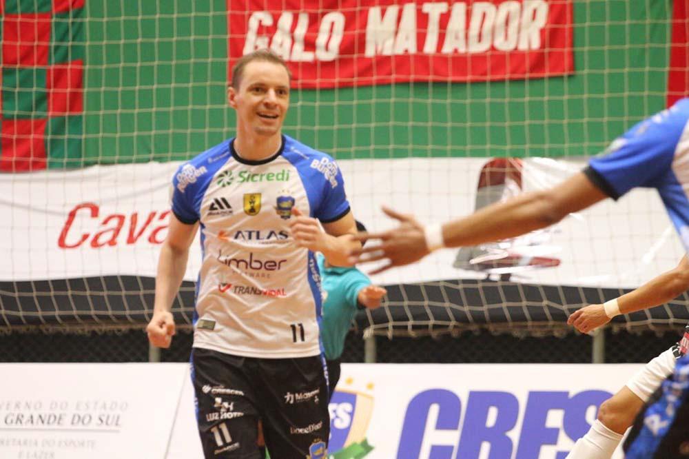 Crédito: Lucas Pavin - Pivô com a camisa do Pato