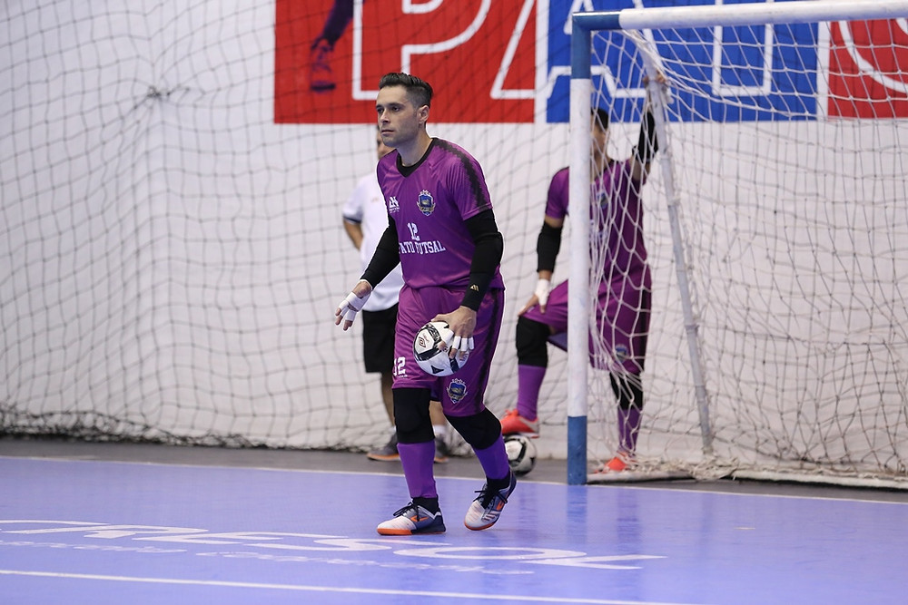 Crédito: Mauricio Moreira - Goleiro Tiago está pronto para estreia com a camisa do Pato Futsal