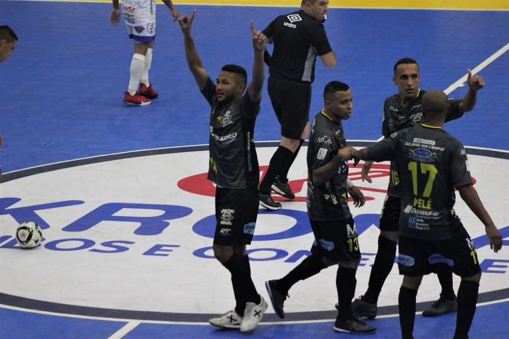 Crédito: Brenno Domingues - Jeffinho marcou os dois gols do São José na partida