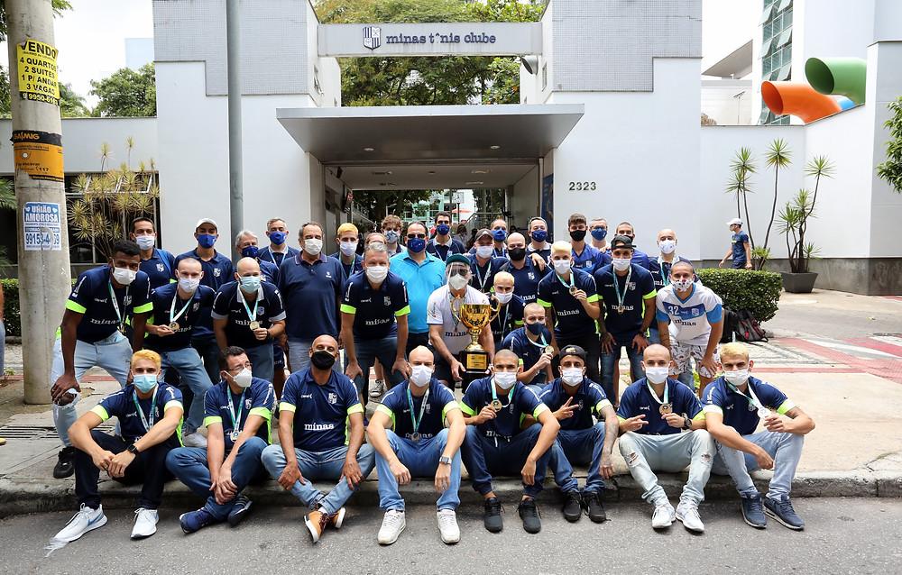 Crédito: Orlando Bento/MTC) - Equipe minastenista foi recebida pela diretoria no Minas