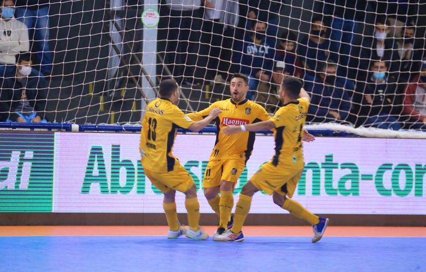 Magnus Futsal bate Cascavel e vai à final da Taça Brasil Sicredi em Dourados