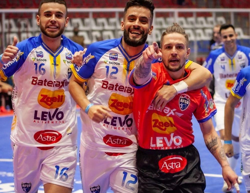 Crédito: Diego Lanesko - Alê Falcone fez dois gols na vitória do Umuarama