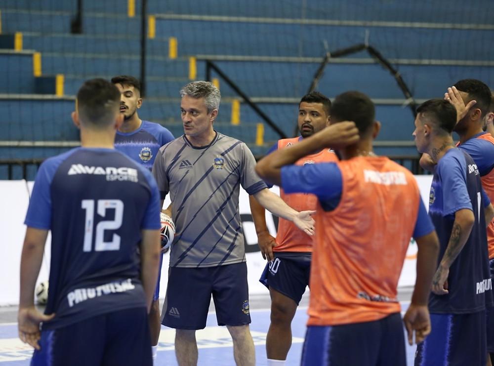 Crédito: Mauricio Moreira - Paulo Cardoso comanda o Pato Futsal na temporada 2021