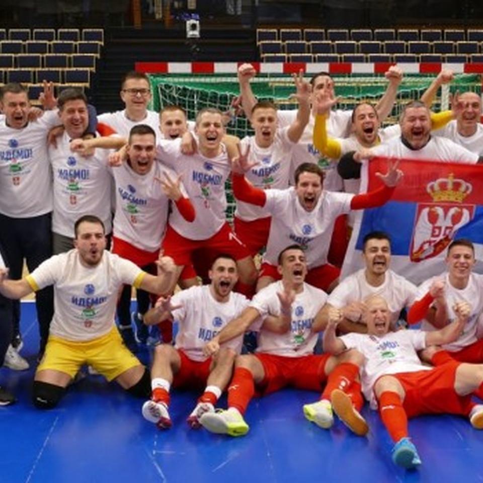 Crédito: LNFS - Sérvia comemora a classificação para a Copa do Mundo