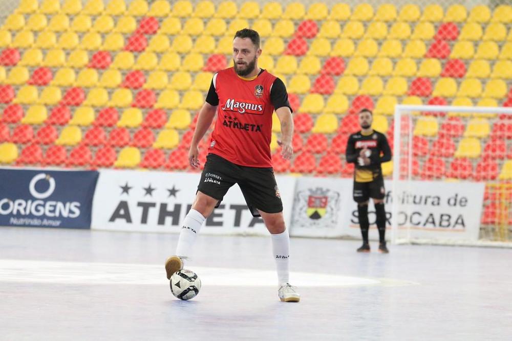 Crédito: Guilherme Mansuetoo - Magnus, do capitão Rodrigo, inicia no domingo a defesa do título da LNF