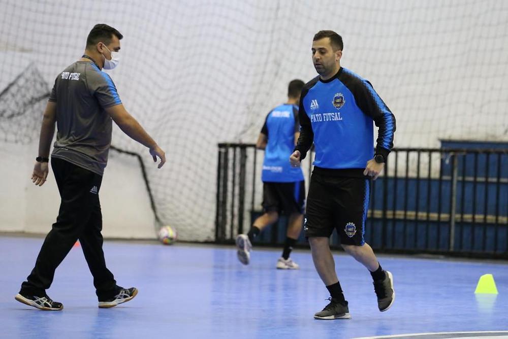 Crédito: Mauricio Moreira - Ala Thiaguinho durante treino do Pato Futsal